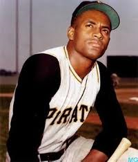 Best website Roberto Clemente kneeling waist up Pirates uniform looking up